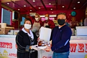"""Kermisexploitanten bakken meer dan duizend oliebollen: """"Hulpverleners duwtje in de rug geven"""""""