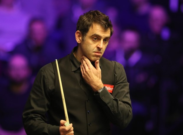 """Snookerlegende Ronnie O'Sullivan geeft toe dat hij door drank- en drugsgebruik """"9 jaar"""" verloren heeft: """"Ik feestte echt teveel"""""""