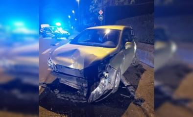 Veel schade na klap tegen geparkeerde wagen