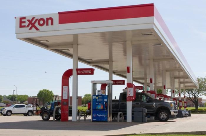 In de VS krijg je er geld bij als je olie koopt: hoe komt dat? En worden we er in België beter van?