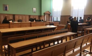 Eerste coronazitting in Kortrijk: beklaagde riskeert twee jaar voor spuwen naar agenten