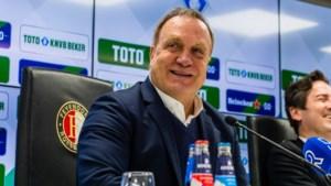 Dick Advocaat (72) blijft nog wat langer trainer van Feyenoord