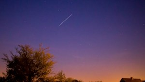 Vanavond opnieuw te zien boven België: wat is het doel van Elon Musks satelliettrein die voorbijraast aan de hemel?