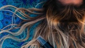 De schade herstellen of je kleur weer laten glanzen: met deze haarkuren kan je thuis aan de slag