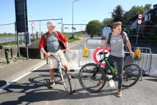 """Een bezoek aan de gesloten grensovergangen met Nederland: """"Misschien moet ik de Maas overzwemmen"""