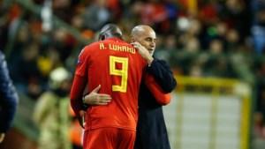 """Bondscoach Roberto Martinez is de kritiek op Romelu Lukaku beu: """"Niemand zegt dat Maradona niets met rechts kon"""""""