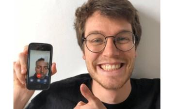 """Tiel (25) praat virtueel met anderstaligen om Nederlands te oefenen: """"Ze trekken hun plan en zoeken tijdens de videochat af en toe iets op via Google Translate"""""""