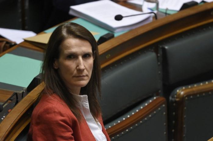 Geen vertrouwen, geen volmachten en toch... Waarom Wilmès zal blijven zitten tot september