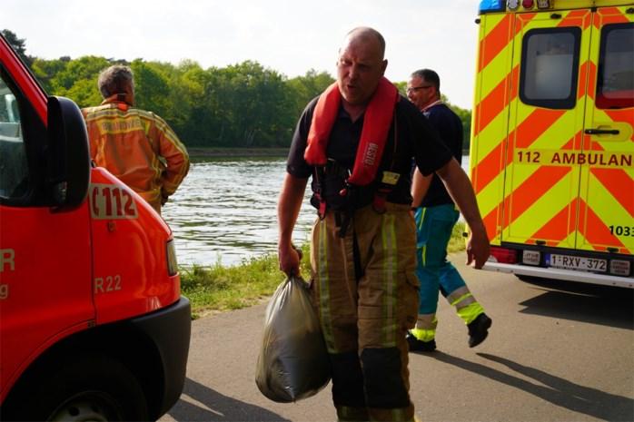 Brandweer haalt dode vissen en afval uit Albertkanaal