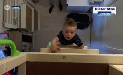 Kinderen krijgen bijzondere boomhut cadeau van ouders, met dank aan de lockdown