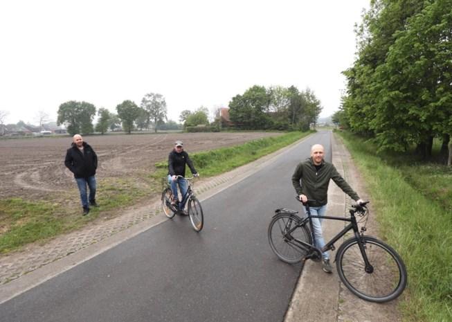 """Buurtbewoners blij dat gemeente doorgaand verkeer weert uit veel gebruikte sluipweg:  """"We kijken al uit naar de rust"""""""
