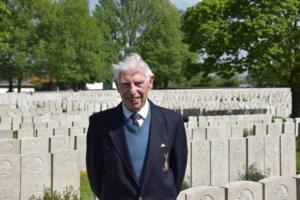 Oorlogsveteraan George (98) trekt op wandeltocht om 'zijn' soldatenclub te redden