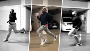 Romelu Lukaku traint in zijn garage met een mondmasker