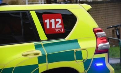 Twintiger gaat door het lint: twee politiemensen en ambulancier gewond