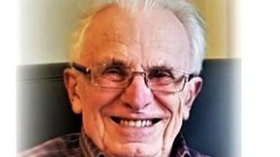 """Corona velt Noël Cras (93), pionier van SV Waregem: """"Hij stopte pas met voetballen op zijn 58ste"""""""