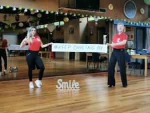 """Geen medailles te winnen, dus laat trainster Kim haar leerlingen thuis dansen: """"De kleinsten laten je hart soms smelten"""""""