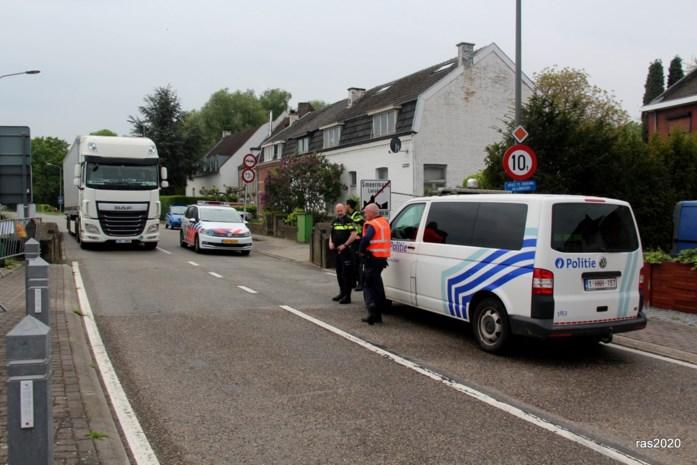 """Grensbarricade in Smeermaas verwijderd: """"Politie gaat periodiek controleren"""""""