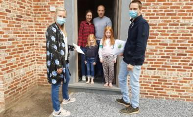 Familie Gijbels verdeelt 17.000 mondmaskers