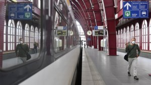 """Mondmaskers te koop in stations, maar die kosten 15 euro: """"Je kan het 500 keer wassen"""""""