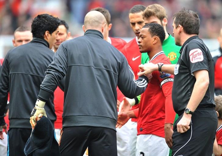 """Evra kreeg doodsbedreigingen van Liverpoolfans na incident met Luis Suarez in 2011: """"We gaan je familie vermoorden"""""""