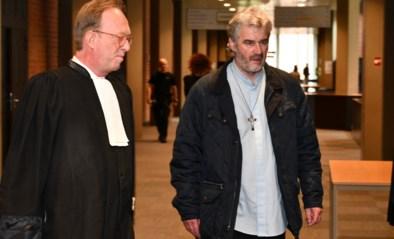 """Openbaar ministerie vraagt vrijspraak voor priester die niet ingreep bij zelfdoding: """"Hij zou anders uit de kerk worden gezet"""""""