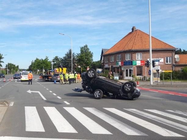 Twee personen naar het ziekenhuis na botsing op N9 in Lovendegem