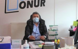 """Temel schenkt in zijn eentje 3.500 mondmaskers gratis weg: """"Voor mensen met twee linkerhanden"""""""