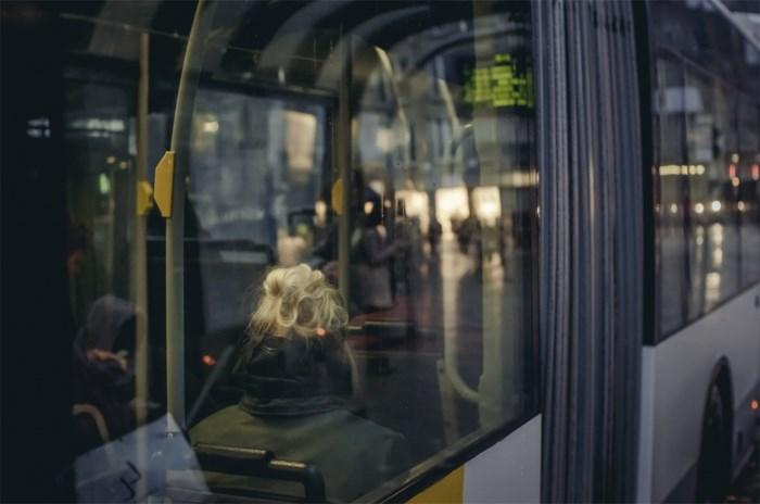 Onderzoek naar bekogeling lijnbus in Van Eycklaan Maaseik