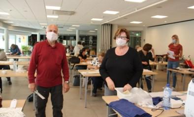 Cultuurcentrum wordt naaiatelier: vrijwilligers stikken 17.000 mondmaskers