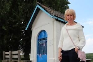 """Maureen en Ivan, die Tontekapel onderhouden, merken meer bezoekers: """"In deze moeilijke tijd zoeken mensen steun en die vinden ze in hun geloof"""""""