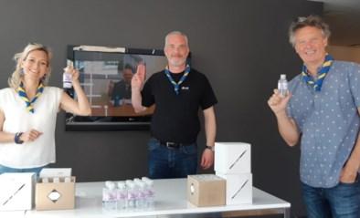 Oud-scout Vrolijke Stern deelt 10.000ste flesje alcoholgel uit