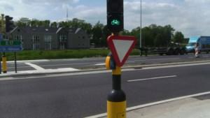 """Nieuwe campagne: """"Gebruik uw elleboog voor drukknoppen aan verkeerslichten"""""""