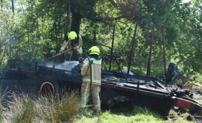 Aanhangwagen brandt uit in natuurgebied De Vennen