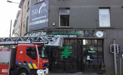 Duplex en Libanese snackbar beschadigd bij keukenbrand