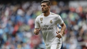 Horrorseizoen wordt nog wat groter: spits van 60 miljoen Luka Jovic keert zwaar geblesseerd terug uit quarantaine bij Real Madrid