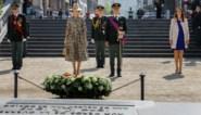 Koning Filip, koningin Mathilde en premier Wilmès herdenken einde van Tweede Wereldoorlog aan graf van Onbekende Soldaat