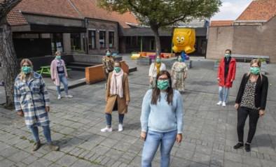 Schoolkorps beloont mama's voor moederdag met mondmasker