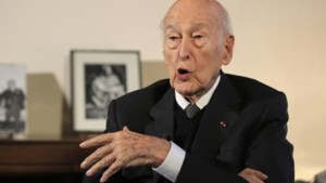 Een van de meest stijfdeftige presidenten van Frankrijk, maar Valéry Giscard d'Estaing (94) wordt nu aangeklaagd voor 'seksuele agressie'