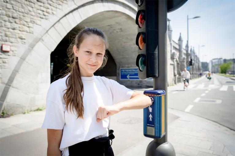 Elleboog gebruiken bij drukknoppen aan verkeerslichten: lukt dat wel?