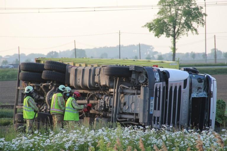 Na 28.000 liter melk nu 28 ton spinazie op zelfde plek door gekantelde vrachtwagen