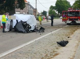 Tweede dag op rij dodelijk ongeval in Zwalm: auto knalt met hoge snelheid tegen boom