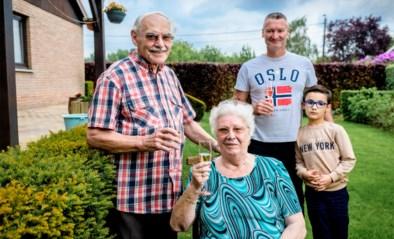 Een maand geleden lag Wiske (81) in coma door corona, op Moederdag zag ze haar zoon en kleinzoon