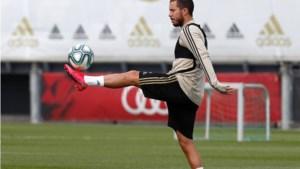 Eden Hazard en jarige Thibaut Courtois terug op het trainingsveld bij Real Madrid, waar het er nog gezapig aan toe gaat