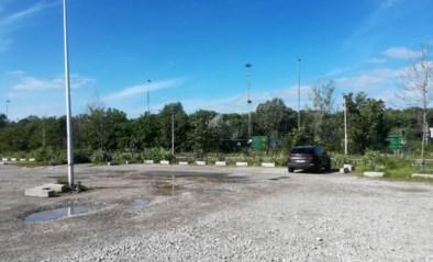 Parking voetbalclub wordt geasfalteerd