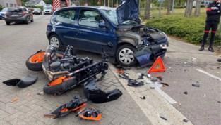 Motorrijder raakt zwaargewond bij klap tegen auto in Zonhoven