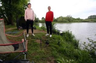 """Corona doet de jeugd naar de vislijn grijpen: 'Mijn ouders moesten lachen toen hun 16-jarige plots wilde vissen"""""""