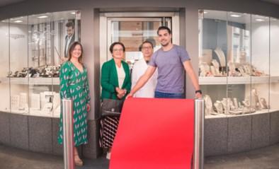 Na de deurgatportretten: fotograaf steunt nu ook heel wat lokale handelaars met 'etalageportretten' voor hun winkel