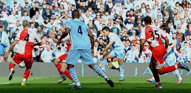 """De dag dat Vincent Kompany met Manchester City (eindelijk) de titel pakte na een hallucinante ontknoping: """"Agüerooo!!!"""""""