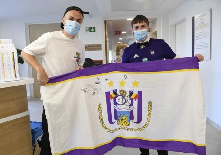 Bayat en zijn <I>Souliers du Coeur</I> duiken op in home… met vlag van Anderlecht