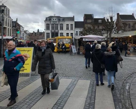 """Grootste marktplein van België, toch maar 50 kramen: """"Een harde pil voor vele marktkramers"""""""